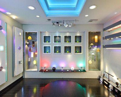 Zona de exhibicion en tienda de iluminación LED