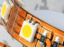 Detalle del PCB de una Tira LED 5050